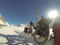 Jul&Gaux SerialHikers autostop hitchhiking aventure adventure alternative travel voyage volontariat volonteering axel bike