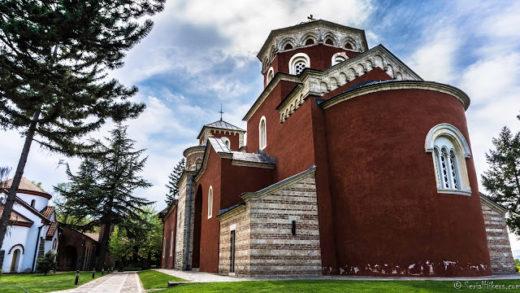 Jul&Gaux SerialHikers autostop hitchhiking aventure adventure alternative travel voyage volontariat volonteering serbia monastry