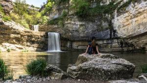Jul&Gaux SerialHikers autostop hitchhiking aventure adventure alternative travel voyage volontariat volonteering mirusha kosovo waterfall cascade