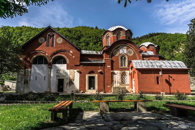 Jul&Gaux SerialHikers autostop hitchhiking aventure adventure alternative travel voyage volontariat volonteering kosovo monastry