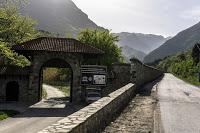 Jul&Gaux SerialHikers autostop hitchhiking aventure adventure alternative travel voyage kosovo monastry monastere peja pec