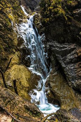 Les gorges de l'Enfer - Slovénie SerialHikers roadtrip voyage travel aventure adventure alternative economic backpacker tour du monde cascades waterfalls slovenia devil canyon