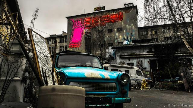 Jul&Gaux SerialHikers autostop hitchhiking aventure adventure alternative travel voyage volontariat volonteering ljubljana street art slovénie slovenia vidéo