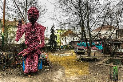 Jul&Gaux SerialHikers autostop hitchhiking aventure adventure alternative travel voyage volontariat volonteering ljubljana street art