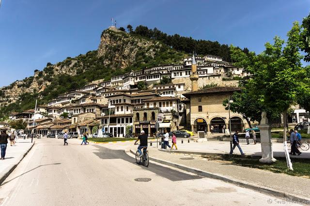 SerialHikers stop autostop world monde tour hitchhiking aventure adventure alternative travel voyage sans avion no fly berat albania albanie