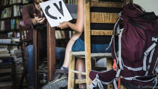 Jul&Gaux SerialHikers autostop hitchhiking aventure adventure alternative travel voyage volontariat volonteering voyager perte de temps CV emploi entretien interview job travel