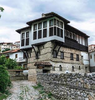 Kastoria, joyau niché entre lac et montagnes - Grèce jul gaux serialhikers autostop hitchhiking volonteering volontariat aventure voyage alternatif tour du monde world trip travel lake mountains