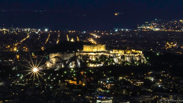 Jul&Gaux SerialHikers autostop hitchhiking aventure adventure alternative travel voyage volontariat volonteering athenes athens acropolis night