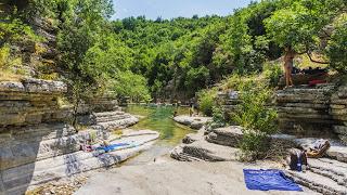 Jul&Gaux SerialHikers autostop hitchhiking aventure adventure alternative travel voyage volontariat volonteering zagori pool natural piscine naturelle grece greece