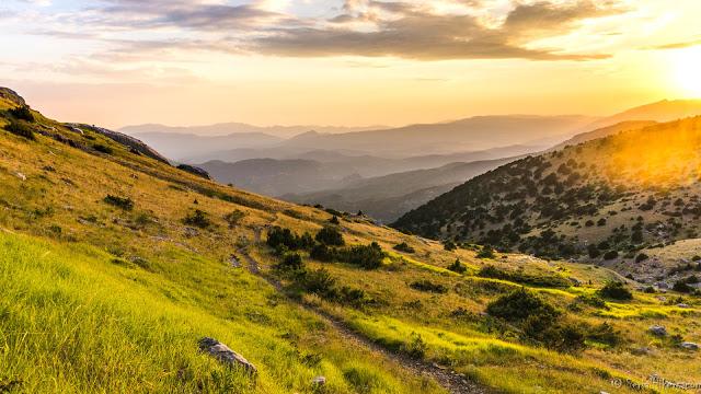 SerialHikers stop autostop world monde tour hitchhiking aventure adventure alternative travel voyage sans avion no fly greece grece randonnee hiking sunset dragon lake lac