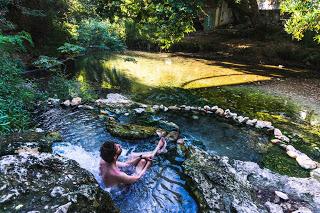 SerialHikers stop autostop world monde tour hitchhiking aventure adventure alternative travel voyage sans avion no fly source chaude grece greece hot spring free natural gratuite naturelle