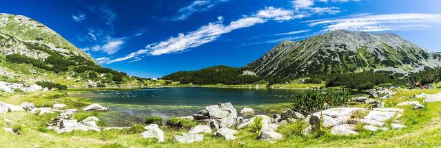 Bansko, randonnée au sommet, ours et sources d'eau chaude - Bulgarie serial hikers bulgaria hiking mountains lakes blue adventure hitchhiking autostop aventure alternatif travel slow voyage dragon lake