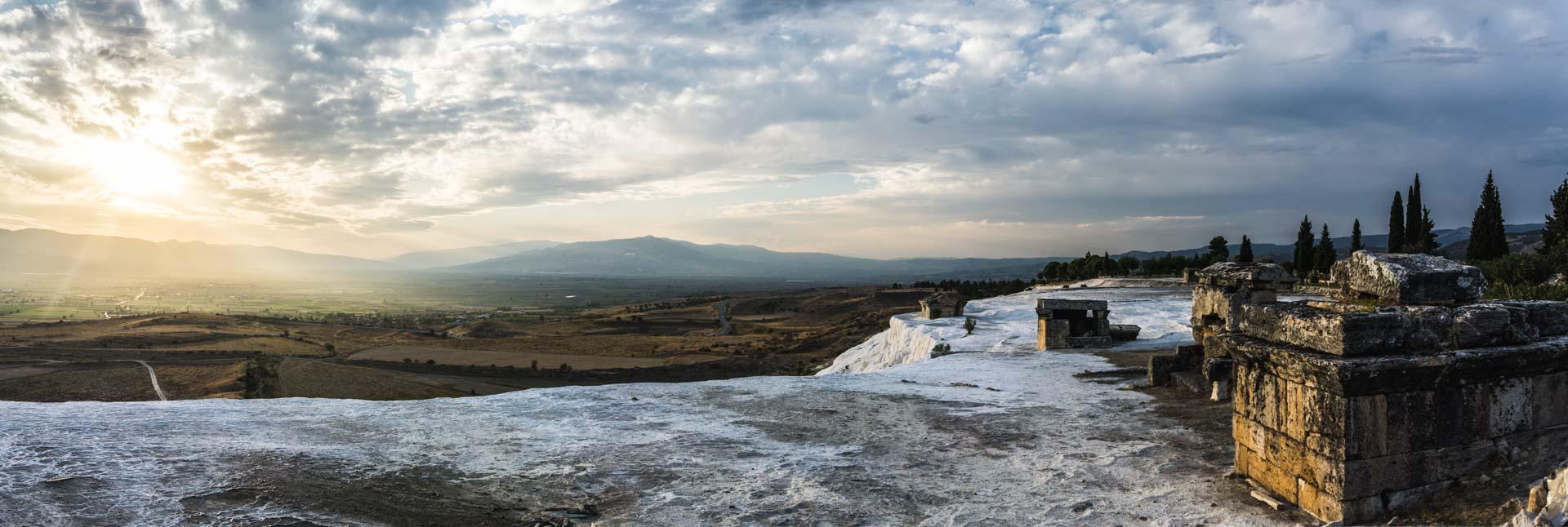 Turquie pamukkale hierapolis Turkey sunset coucher soleil calcaire serialhikers tour du monde world trip voyage alternatif autostop hitchhiking volontariat volonteering adventure aventure