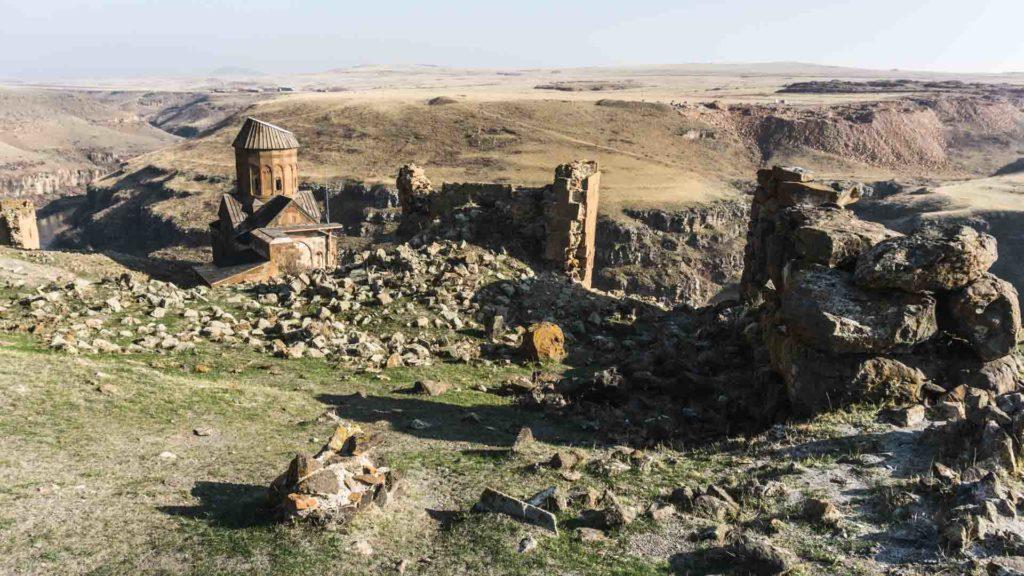 Turquie Ani armenian ancient city arménien orthodoxe monastry monastère Turkey serialhikers tour du monde world trip voyage alternatif autostop hitchhiking volontariat volonteering adventure aventure