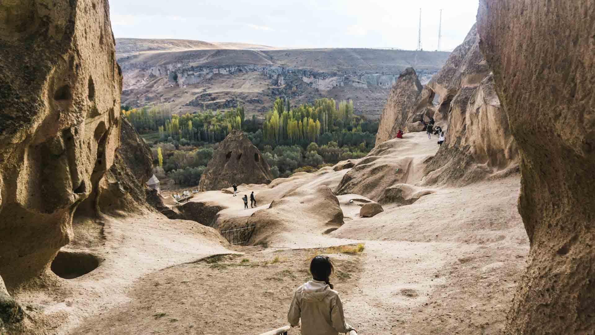 Cappadocia cappadoce turquie turkey serialhikers jul et gaux autostop volontariat hitchhiking world tour volonteering adventure aventure selime monastry monastère