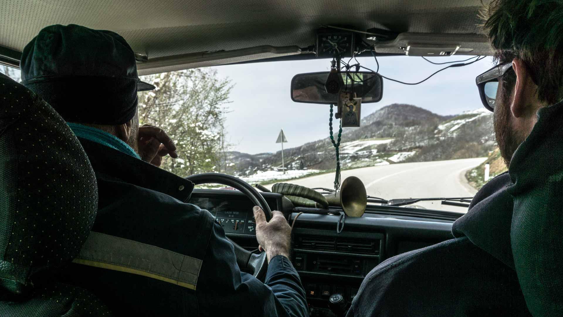 SerialHikers stop autostop world monde tour hitchhiking aventure adventure alternative travel voyage sans avion no fly communiquer communicate serbie uvac