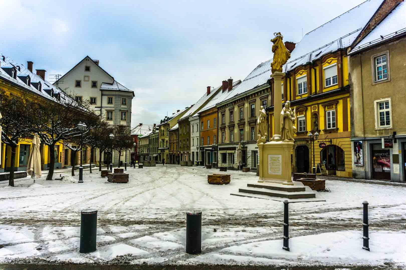 SerialHikers stop autostop world monde tour hitchhiking aventure adventure alternative travel voyage sans avion no fly Slovenia slovénie Celje artist castle