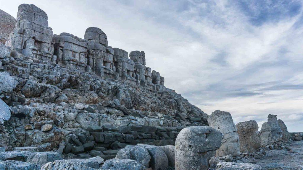 Turquie nemrut archaeological archéologie Turkey serialhikers tour du monde world trip voyage alternatif autostop hitchhiking adventure aventure anatolie antique