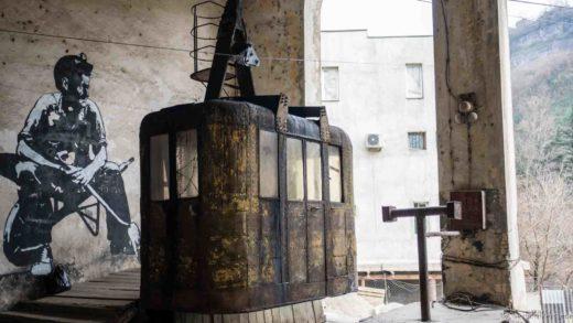 Chiatura Tchiatoura Georgia Georgie cable car telecabine urss soviet Jul&Gaux SerialHikers autostop hitchhiking aventure adventure alternative travel voyage volontariat volonteering