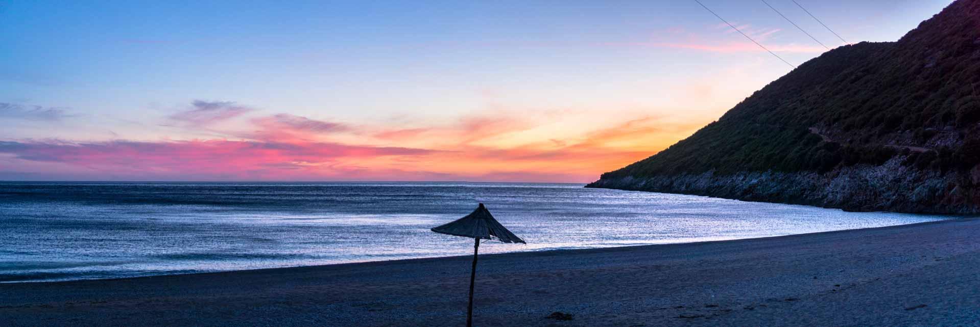Jul&Gaux SerialHikers autostop hitchhiking aventure adventure alternative travel voyage volontariat volonteering gjipe albania cove crique beach