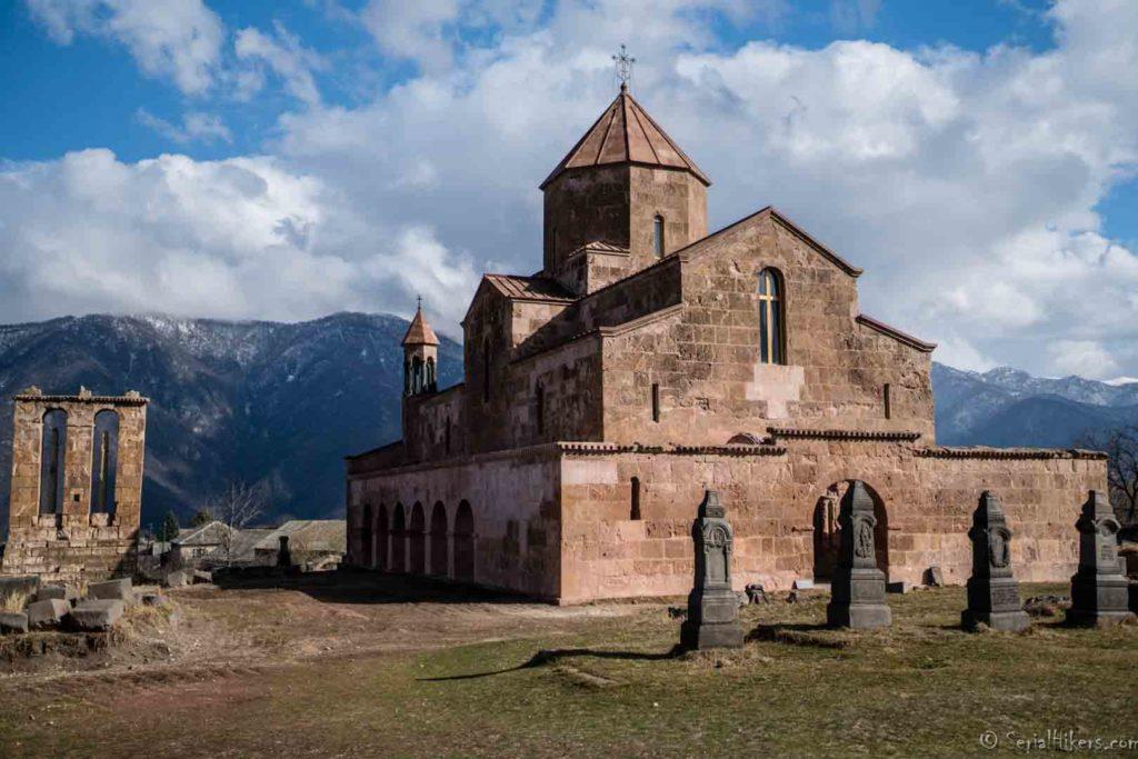 backpacking Jul&Gaux SerialHikers autostop hitchhiking aventure adventure alternative travel voyage volontariat volonteering caucase armenia armenie Odzun monastery monastère