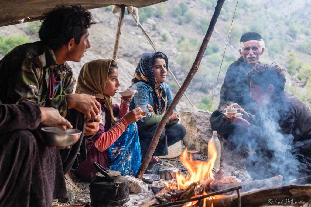 bakhtiari nomades nomads tribus tribes migration zagros mountains montagnes hike randonnée iran serialhikers tour du monde world trip voyage alternatif autostop hitchhiking volontariat volonteering adventure aventure