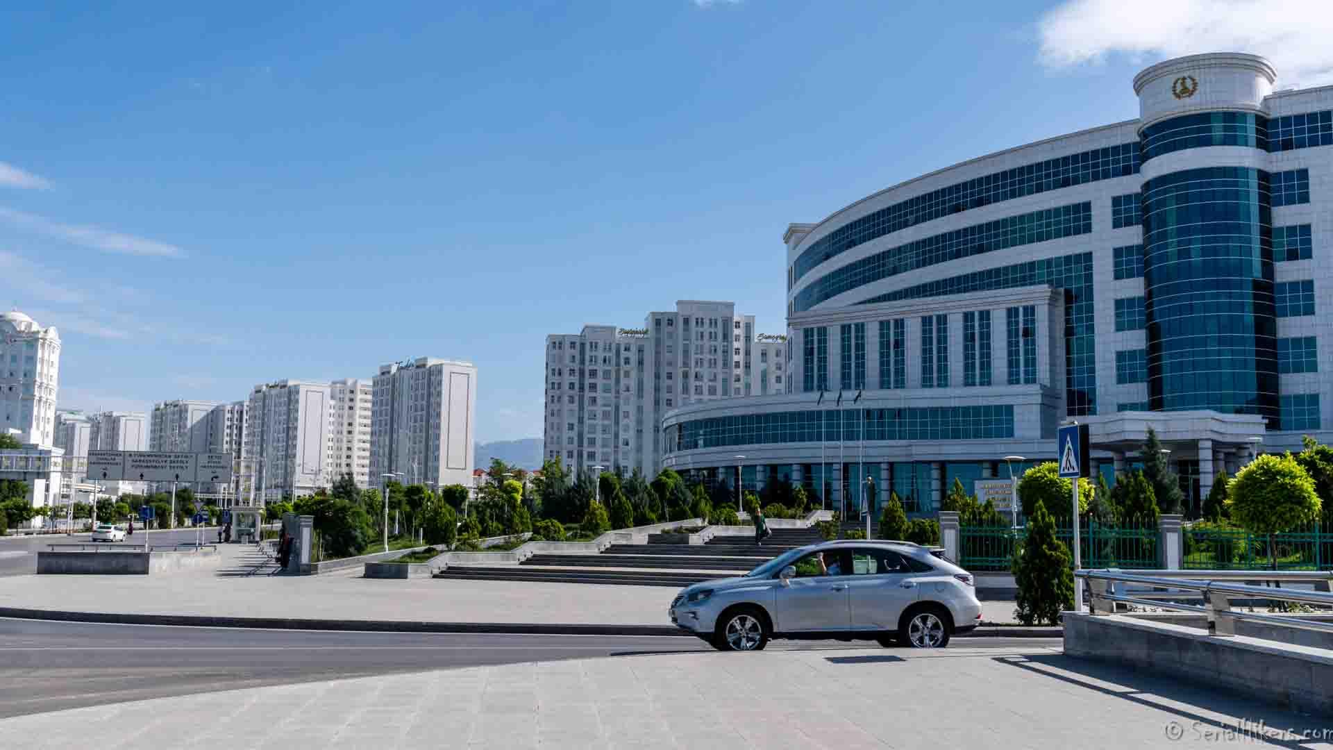SerialHikers stop autostop world monde tour hitchhiking aventure adventure alternative travel voyage sans avion no fly achgabat ashgabat turkmenistan