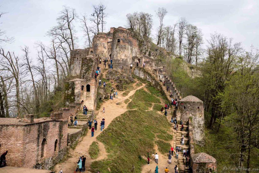 Rudkhan castle chateau backpacking Jul&Gaux SerialHikers autostop hitchhiking aventure adventure alternative travel voyage volontariat volonteering Iran