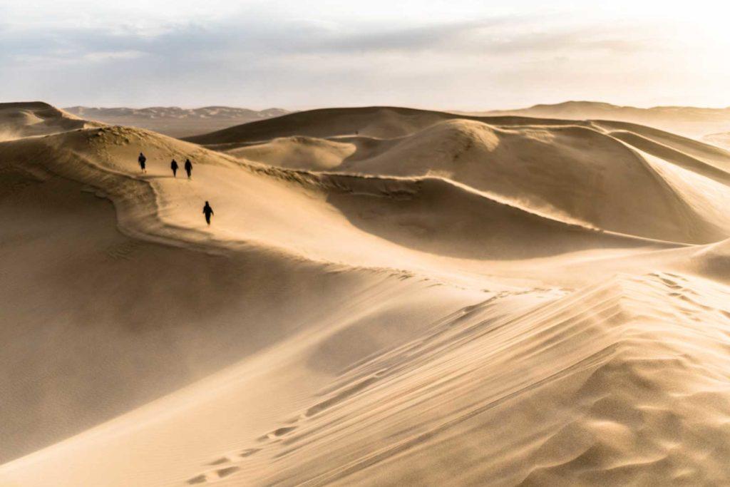 backpacking Jul&Gaux SerialHikers autostop hitchhiking aventure adventure alternative travel voyage volontariat volonteering Iran Varzaneh desert sand dunes sable
