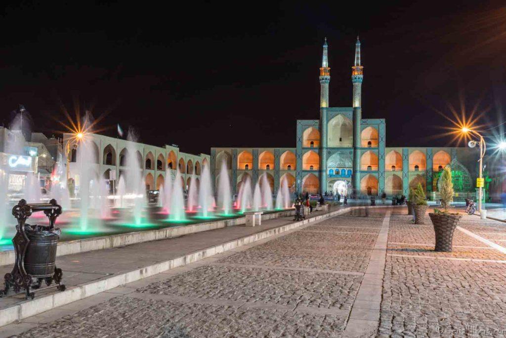 SerialHikers stop autostop world monde tour hitchhiking aventure adventure alternative travel voyage sans avion no fly yazd mosque grandes villes Iran