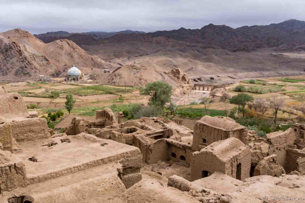 backpacking Jul&Gaux SerialHikers autostop hitchhiking aventure adventure alternative travel voyage iran kharanaq