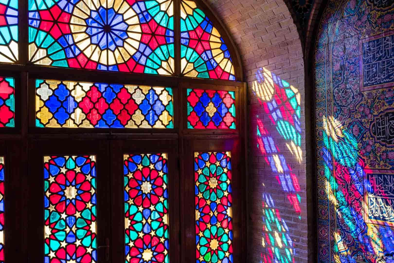 SerialHikers stop autostop world monde tour hitchhiking aventure adventure alternative travel voyage sans avion no fly Iran Chiraz Shiraz pink mosque mosquée rose