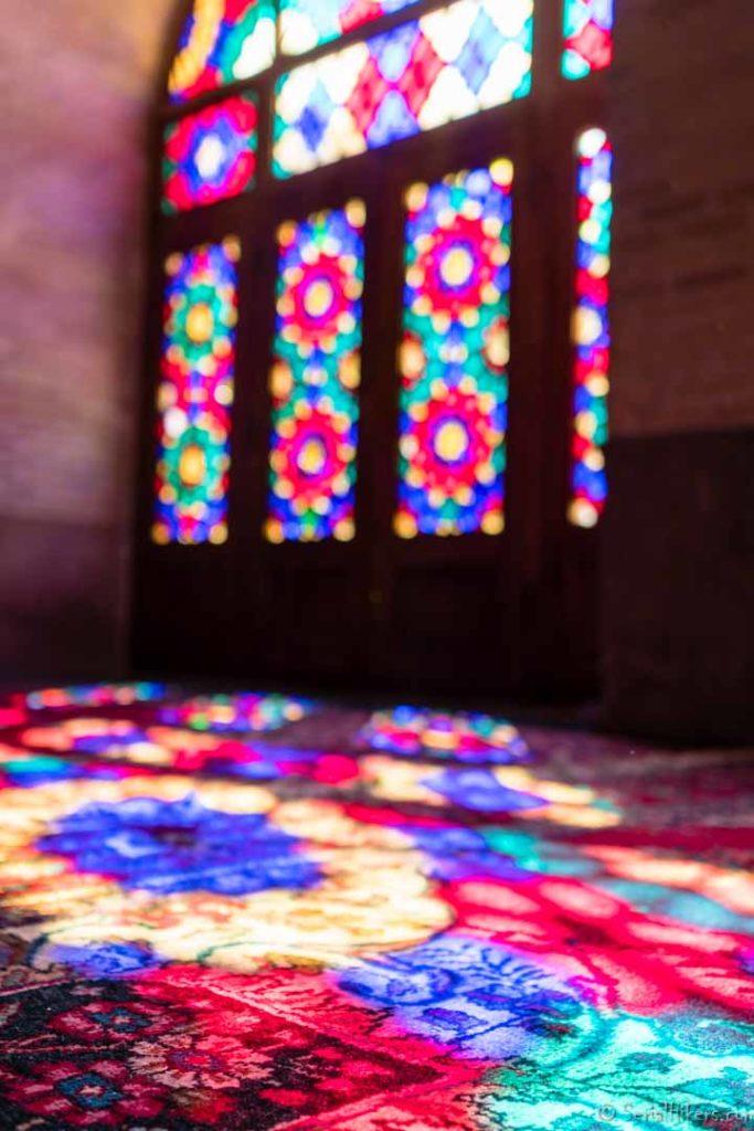 SerialHikers stop autostop world monde tour hitchhiking aventure adventure alternative travel voyage sans avion no fly Chiraz Shiraz pink mosque mosquée rose choc culturel grandes villes Iran