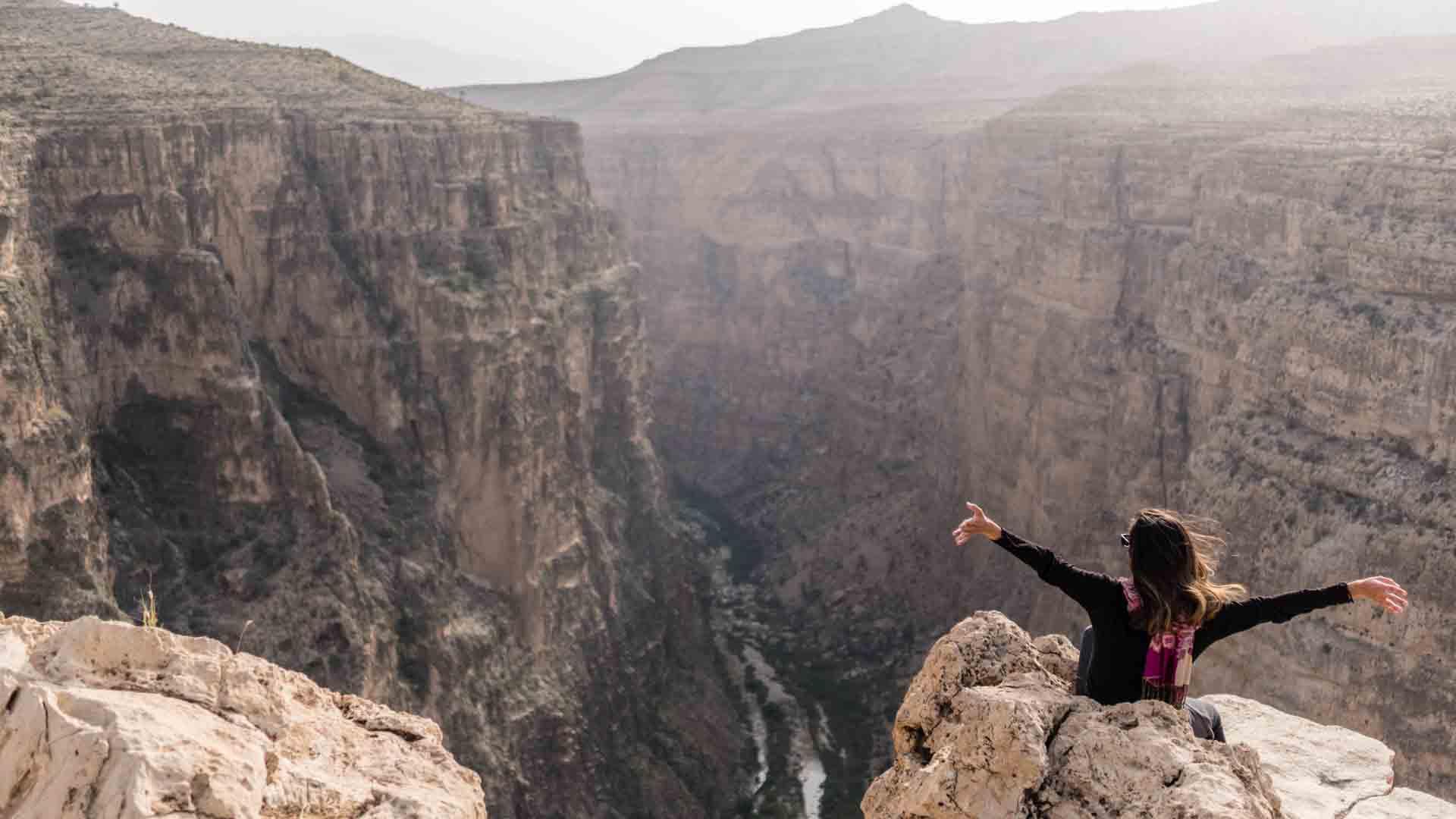 SerialHikers stop autostop world monde tour hitchhiking aventure adventure alternative travel voyage sans avion no fly Iran Firouzabad grand canyon hayghar