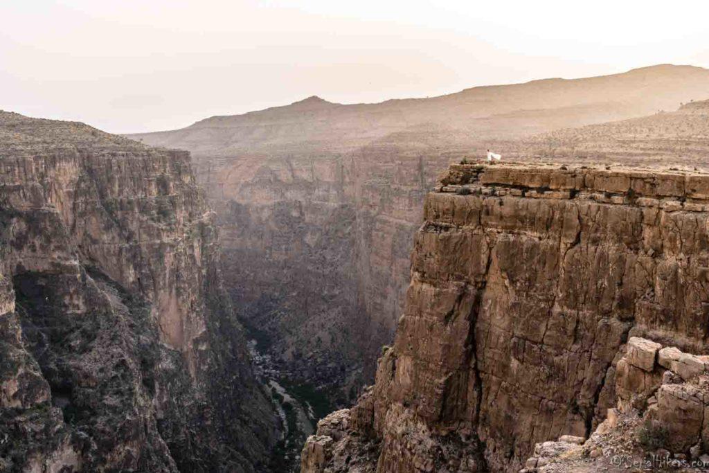 SerialHikers stop autostop world monde tour hitchhiking aventure adventure alternative travel voyage sans avion no fly Iran Firoozabad grabd canyon Hayghar