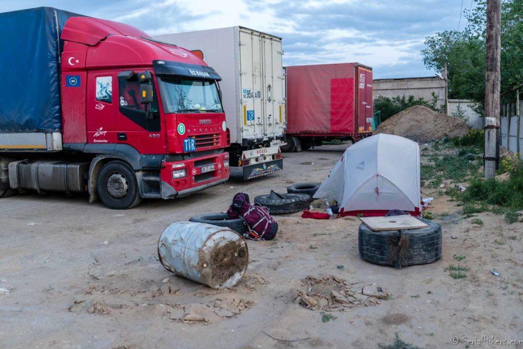 backpacking Jul&Gaux SerialHikers autostop hitchhiking aventure adventure alternative travel voyage volontariat volonteering Kazakhstan camping truck camion