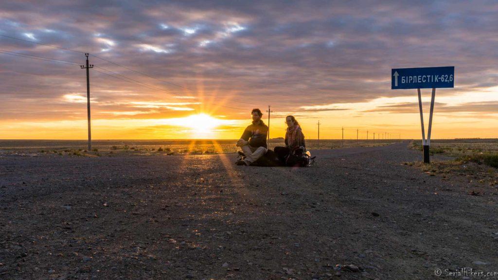 backpacking Jul&Gaux SerialHikers autostop hitchhiking aventure adventure alternative travel voyage volontariat volonteering Kazakhstan Aralsk
