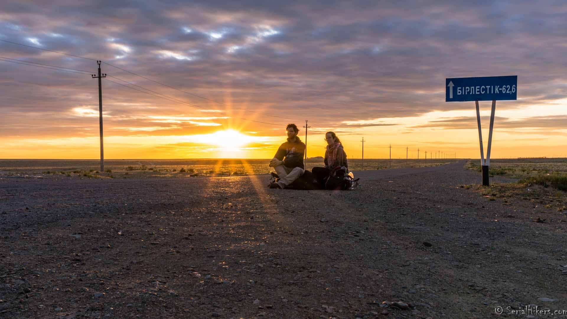 SerialHikers stop autostop world monde tour hitchhiking aventure adventure alternative travel voyage sans avion no fly Kazakhstan Aralsk