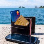Banque en voyage: comment éviter frais et soucis bancaires!