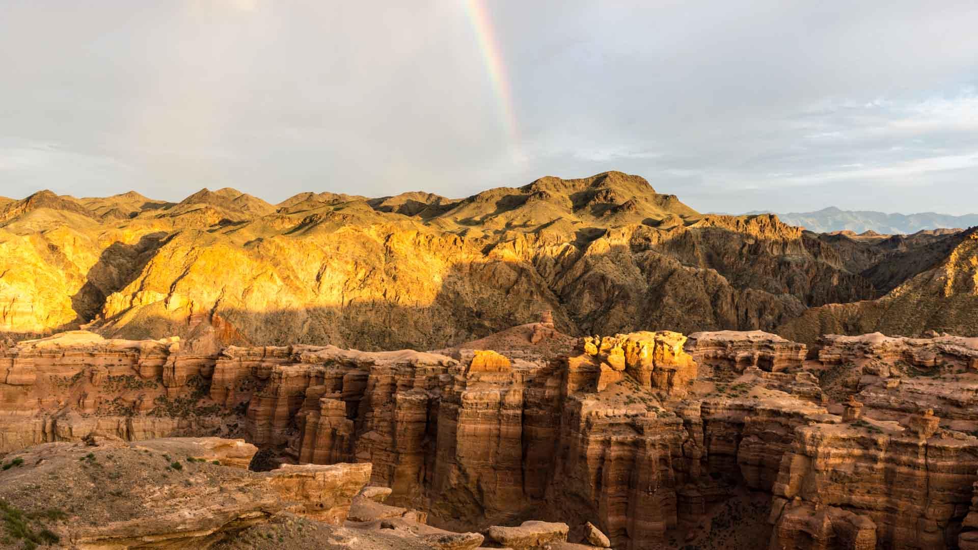 SerialHikers stop autostop world monde tour hitchhiking aventure adventure alternative travel voyage sans avion no fly Kazakhstan Charyn canyon rainbow arc-en-ciel