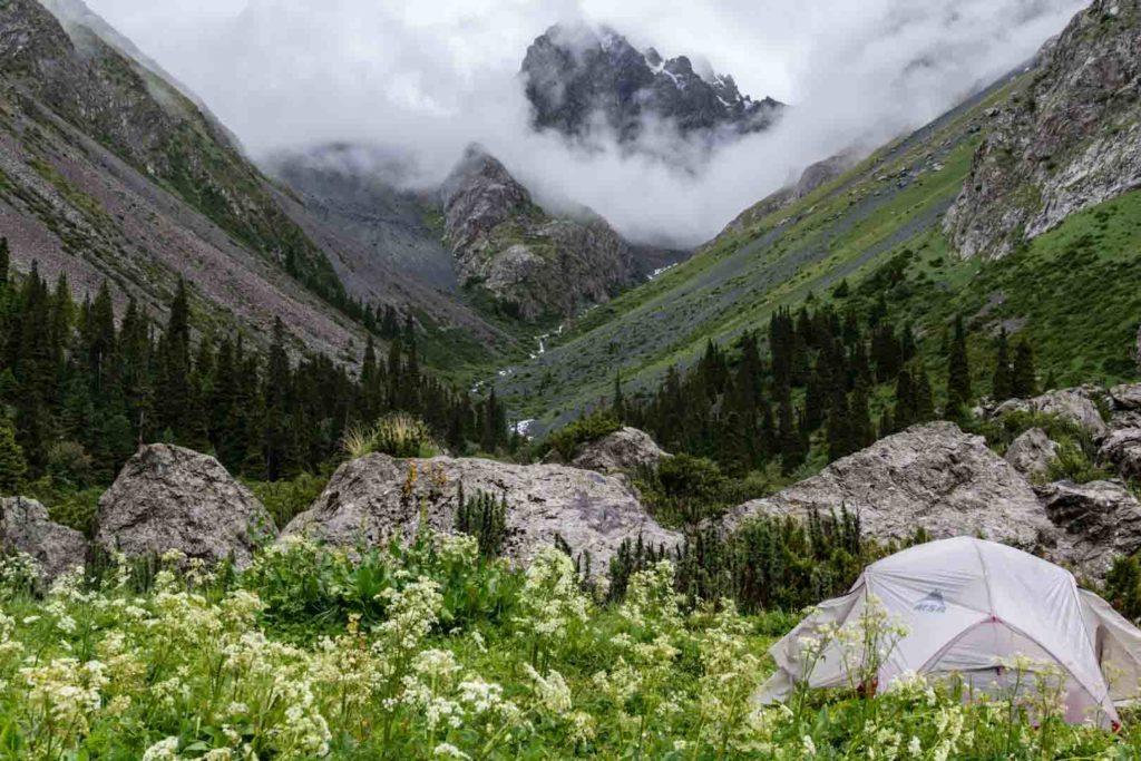 SerialHikers stop autostop world monde tour hitchhiking aventure adventure alternative travel voyage sans avion no fly kirghizistan kyrgyzstan ala kul karakol randonnée hike