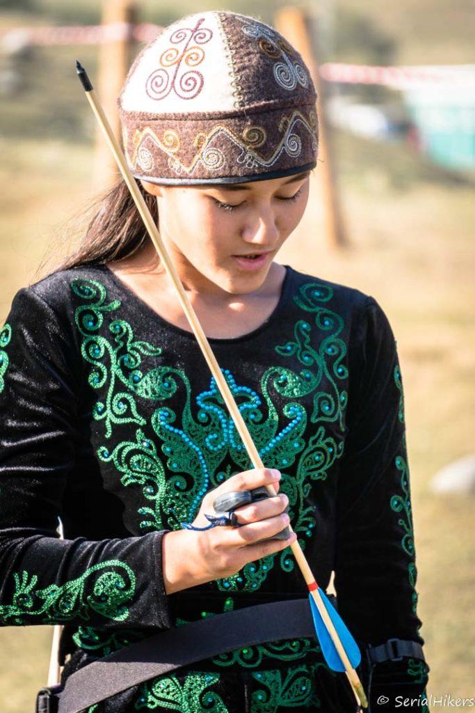 SerialHikers stop autostop world monde tour hitchhiking aventure adventure alternative travel voyage sans avion no fly Kyrgyzstan kirghizistan world nomad games jeux nomades archer tir arc