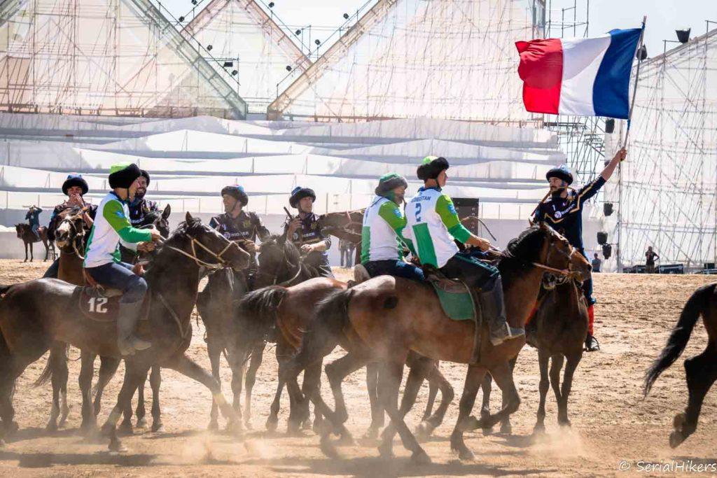 SerialHikers stop autostop world monde tour hitchhiking aventure adventure alternative travel voyage sans avion no fly Kyrgyzstan kirghizistan horse chevaux world nomad games jeux nomades kok boru