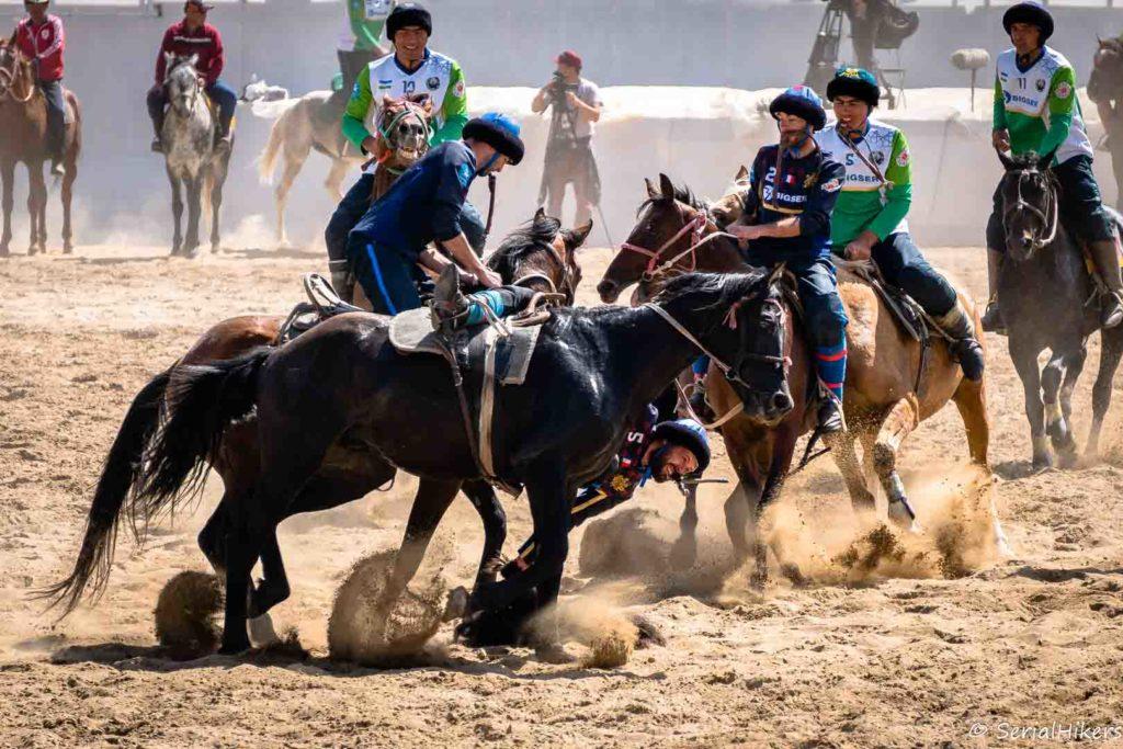 SerialHikers stop autostop world monde tour hitchhiking aventure adventure alternative travel voyage sans avion no fly Kyrgyzstan kirghizistan world nomad games jeux nomades chevaux horses kok boru