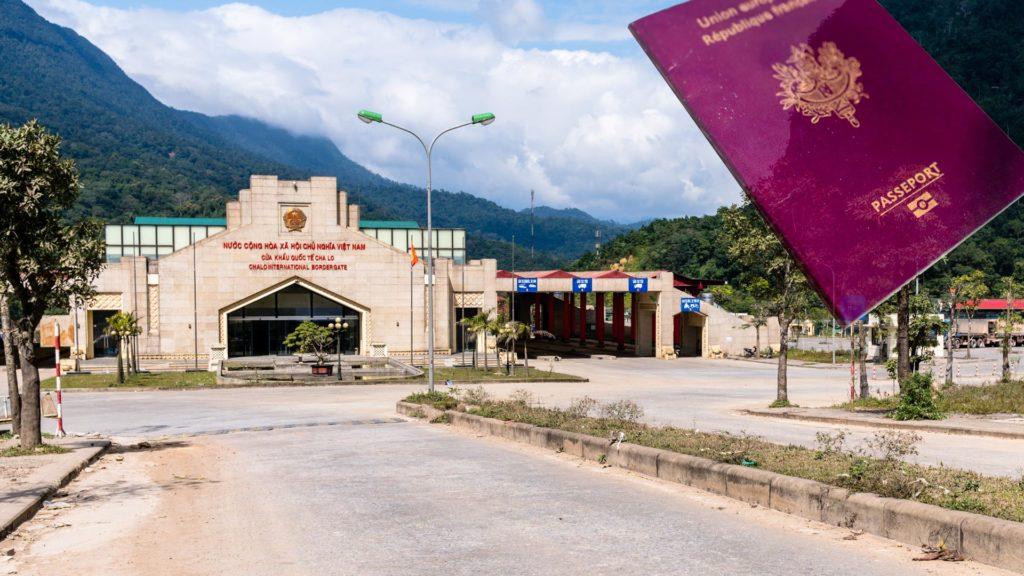 SerialHikers stop autostop world monde tour hitchhiking aventure adventure alternative travel voyage sans avion no fly vietnam visa border frontiere