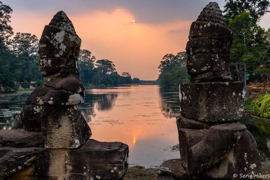 Jul&Gaux SerialHikers autostop hitchhiking aventure adventure alternative travel voyage volontariat volonteering siem reap angkor temple bicycle