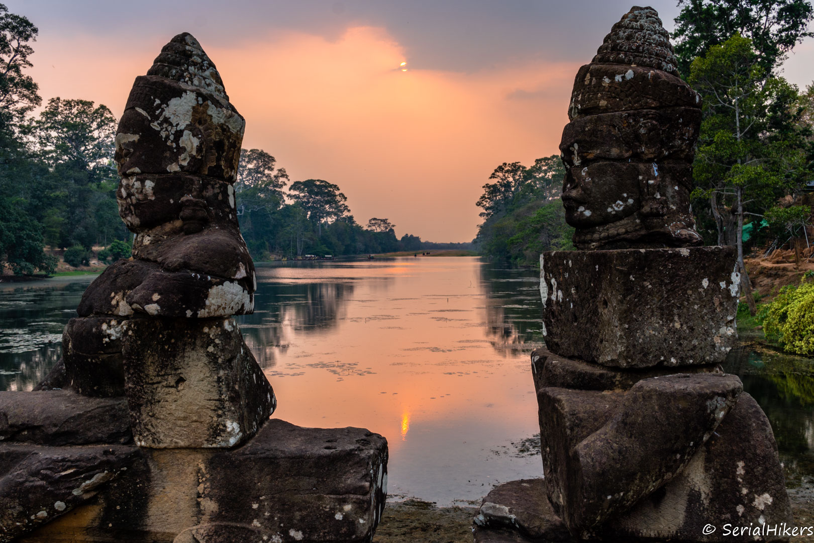 backpacking Jul&Gaux SerialHikers stop autostop world tour hitchhiking aventure adventure alternative travel voyage volontariat volonteering siem reap angkor temple bicycle cambodge cambodia