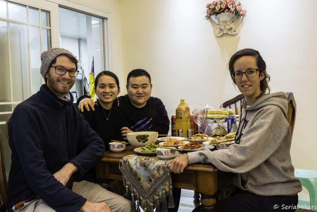 backpacking Jul&Gaux SerialHikers autostop hitchhiking aventure adventure alternative travel voyage volontariat volonteering china chine chongqing food host
