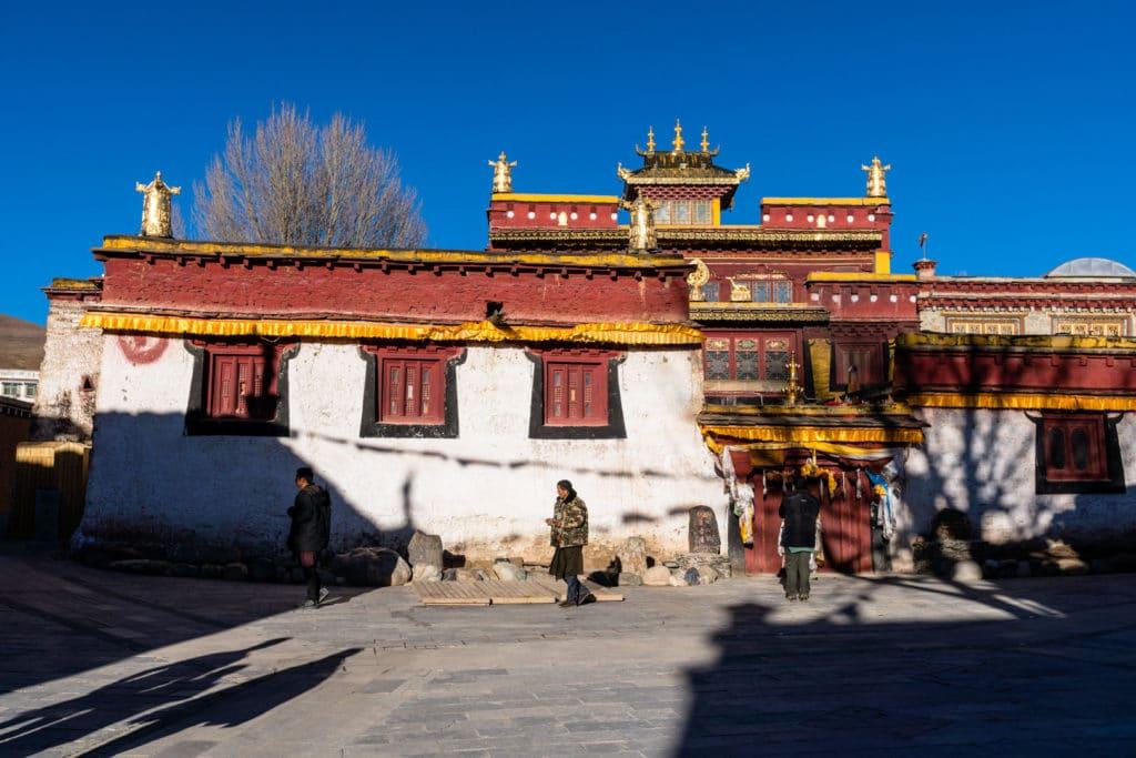 backpacking Jul&Gaux SerialHikers autostop hitchhiking aventure adventure alternative travel voyage volontariat volonteering china chine sichuan litang village tibetain