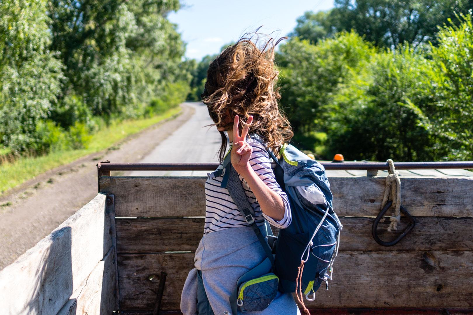 SerialHikers stop autostop world monde tour hitchhiking aventure adventure alternative travel voyage sans avion no fly kirghizistan kyrgyzstan jyrgalan gestes signification different meaning